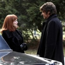 Blair Brown e John Noble nell'episodio Peter di Fringe
