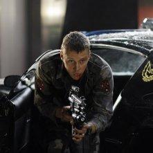 Frankie (Michael Dorman) in una attiva sequenza di Daybreakers