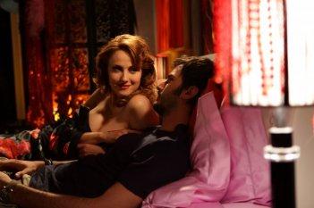 Isabelle Adriani e Nicolas Vaporidis in una scena del film Tutto l'amore del mondo