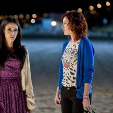 Jessica Lowndes e Rumer Willis in una scena dell'episodio What's Past Is Prologue di 90210
