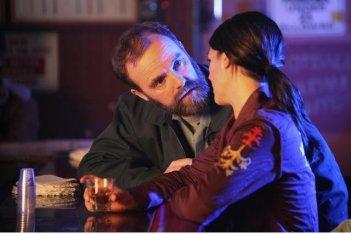 Genevieve Cortese e Brian F. O'Byrne nell'episodio Blowback di FlashForward