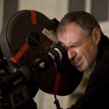Il direttore della fotografia John Toll sul set del film E' complicato
