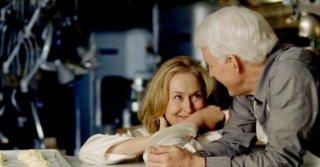 Meryl Streep e Steve Martin in una sequenza del film E' complicato