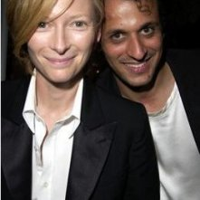 Tilda Swinton e il regista Luca Guadagnino in una foto promozionale del film Io sono l'amore