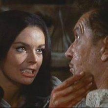 Vincent Price e Barbara Steele in una scena del film Il pozzo e il pendolo