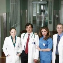 Fabrizia Sacchi con gli altri interpreti del serial Medicina Generale