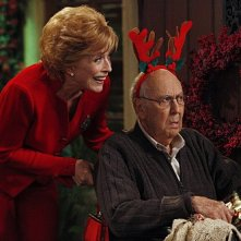 Holland Taylor con la guest star Carl Reiner nell'episodio Warning, It's Dirty di Due uomini e mezzo