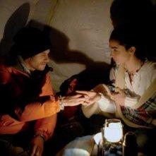 Jake Muxworthy e Karina Testa in una scena dell'horror Shadow