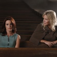 Laura Leighton ed Heather Locklear nell'episodio San Vicente di Melrose Place