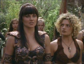 Lucy Lawless e Danielle Cormack in Hooves & Harlots, episodio di Xena