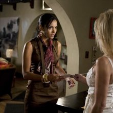 Melrose Place: Jessica Lucas ed Heather Locklear nell'episodio Mulholland