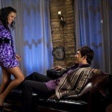 Michael Rady e Jessica Lucas in una scena dell'episodio Oriole di Melrose Place