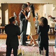 Una foto di gruppo al matrimonio di Amita (Navi Rawat) e Charlie (David Krumholtz) nell'episodio Cause and Effect di Numb3rs