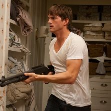 Il killer professionista Spencer (Ashton Kutcher) in una scena del film Killers