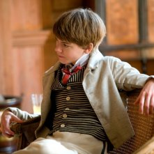 Il piccolo Thomas Brodie-Sangster in un'immagine del film Bright Star