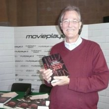 Fantasy Horror Award 2010: Brian Yuzna davanti allo stand di Movieplayer.it