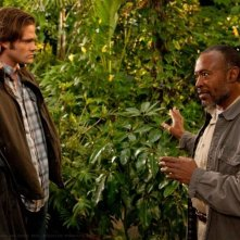 Roger Aaron Brown, Jensen Ackles e Jared Padalecki nell'episodio Dark Side of the Moon di Supernatural