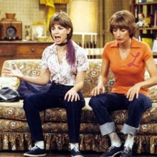 Penny Marshall e Cindy Williams nei panni di Laverne & Shirley.
