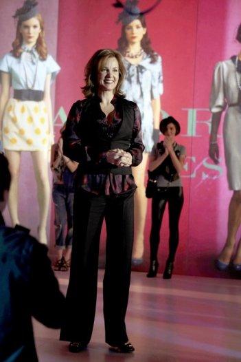 Eleanor (Margaret Colin) alla sua ultima sfilata in un momento dell'episodio The Empire Strikes Jack  di Gossip Girl