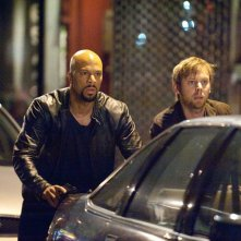 I pericolosi Collins (Common) e Armstrong (Jimmi Simpson) in una sequenza del film Date Night