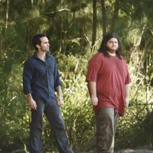 Nestor Carbonell e Jorge Garcia in una scena dell'episodio The Package di Lost
