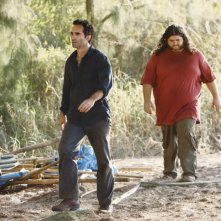 Nestor Carbonell e Jorge Garcia nell'episodio The Package di Lost