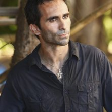 Nestor Carbonell in una scena dell'episodio The Package di Lost
