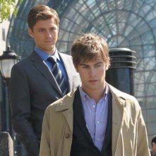 Trip (Aaron Tveit) alle spalle di Nate (Chace Crawford) nell'episodio The Grandfather: Part II di Gossip Girl