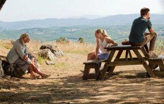 Vanessa Redgrave, Amanda Seyfried e Christopher Egan (di spalle) nel film Letters to Juliet