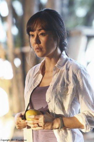 Yunjin Kim nell'episodio The Package di Lost