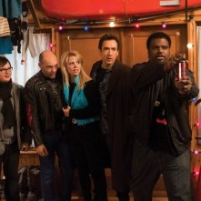 Clark Duke, Rob Corddry, Collette Wolfe, John Cusack e Craig Robinson in una scena di Hot Tub Time Machine