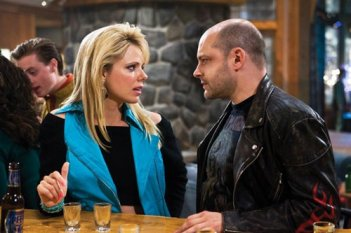 Collette Wolfe e Rob Corddry in una scena di Hot Tub Time Machine