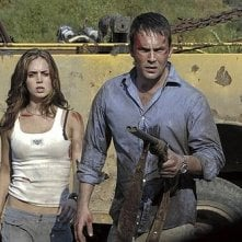 Eliza Dushku con Desmond Harrington in Wrong Turn