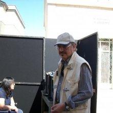 Il regista Claudio Fragasso sul set del suo film Le ultime 56 ore