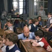 Il regista Laurent Tirard e Maxime Godart sul set della commedia Il piccolo Nicolas e i suoi genitori