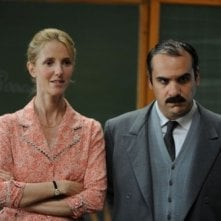 Sandrine Kiberlain e François-Xavier Demaison in una scena de Il piccolo Nicolas e i suoi genitori