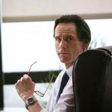 Un perplesso Jim Carrey nel film Colpo di fulmine - Il mago della truffa