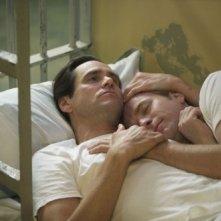 Una tenera immagine di Ewan McGregor e Jim Carrey dal film I Love You Phillip Morris