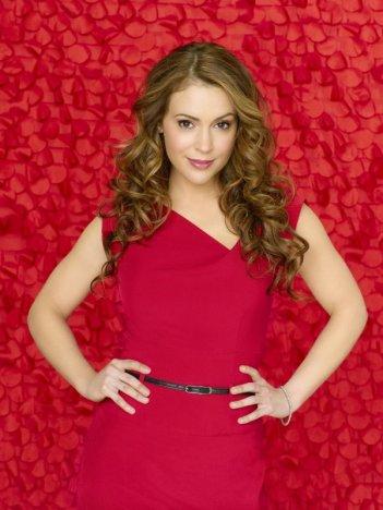 Alyssa Milano è Rebecca Thomas nella serie Romantically Challenged