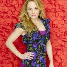Kelly Stables è Lisa Thomas nella serie Romantically Challenged