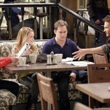 Kyle Bornheimer, Kelly Stables, Josh Lawson ed Alyssa Milano nell'episodio Rebecca's One Night Stand di Romantically Challenged