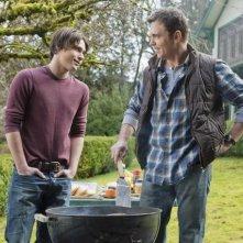 Logan Huffman e Nicholas Lea in un momento dell'episodio Pound of Flesh di V, remake di Visitors