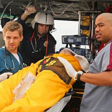 Mike Vogel e Omar Gooding nell'episodio 88 Seconds di Miami Medical