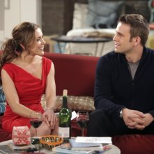 Paul Greene ed Alyssa Milano in una scena dell'episodio Rebecca's One Night Stand di Romantically Challenged