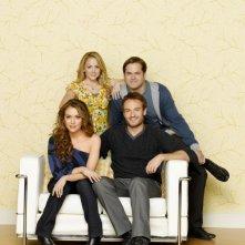 Una foto promozionale del cast di Romantically Challenged