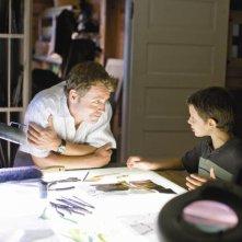 Greg Kinnear e Bobby Coleman in una scena di The Last Song