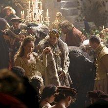 I Tudors: Tamzin Merchant e Jonathan Rhys Meyers in un momento della premiere della stagione 4