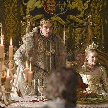 I Tudors: Tamzin Merchant e Jonathan Rhys Meyers in una scena della premiere della stagione 4