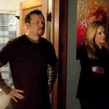 In Plain Sight: Donnie Wahlberg e Mary McCormack in una scena dell'episodio Father Goes West