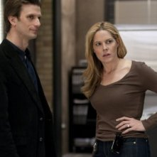 In Plain Sight: Mary McCormack e Frederick Weller in una scena dell'episodio When Mary Met Marshall